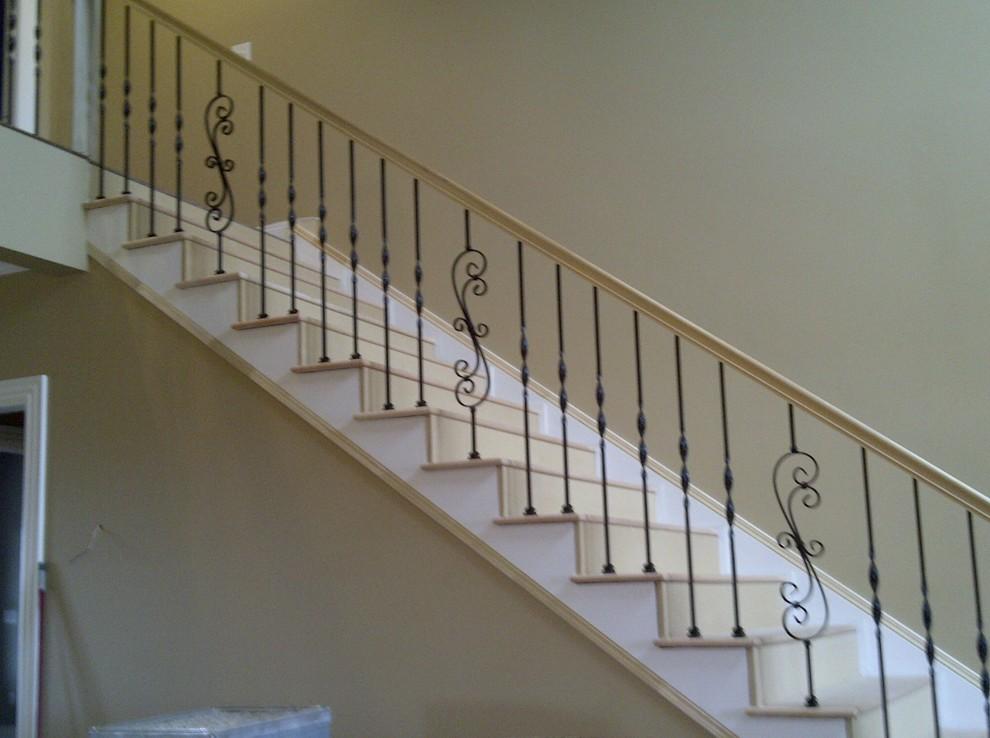 三角形斜状别墅楼梯装修效果图