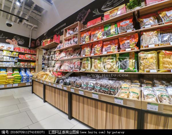市内景休闲食品超市摆设图片